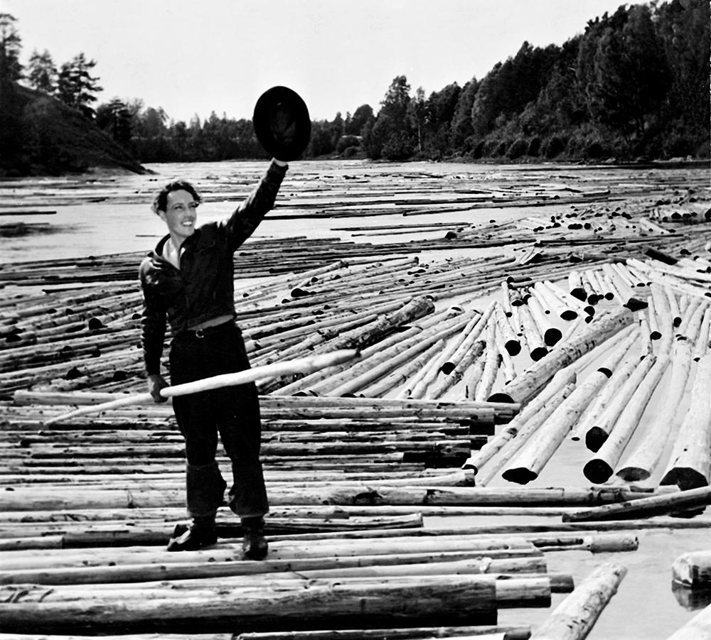 Kaarlo Oksanen elokuvassa Laulu tulipunaisesta kukasta. Kuva: Kavi