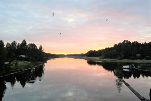Kesäyö Kymijoen Pyhäjärvellä/Kimolan kanavalla