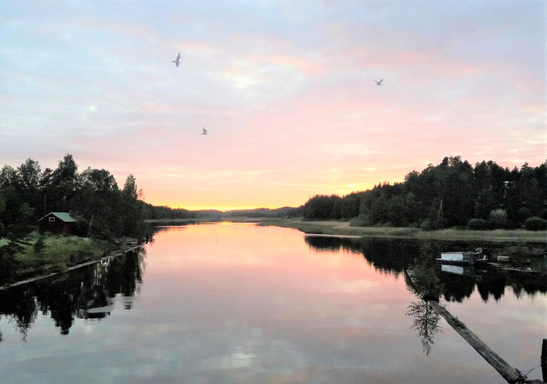 Heinolan lähijärvien matkustajalaivaliikenne tukeutui 100 vuotta sitten Vesijärven ja Kalkkisten 1870-luvun kanaviin sekä Iitin Mankalan hurjamaineisten koskien ja Heinolan kylpylän ohjelmatarjonnan vetovoimaan. 1