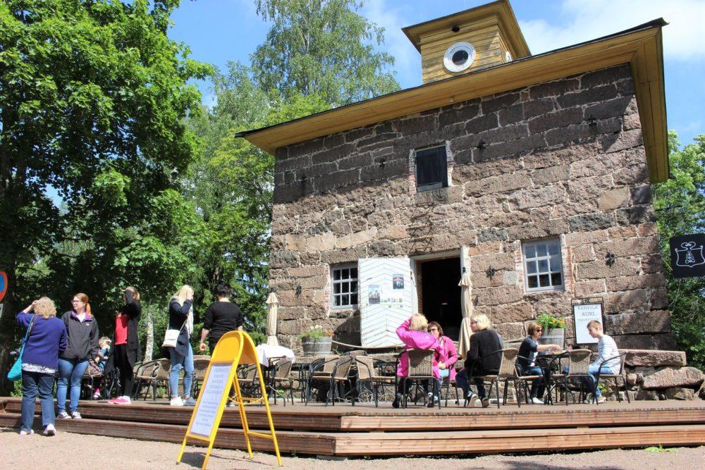 Anjalan kartano avautui jälleen yleisölle. Kesän ohjelmistossa taidenäyttelyjä, kulttuuripuiston konsertteja sekä Alvar Aalto -viikko 14.–22.8.2021 6