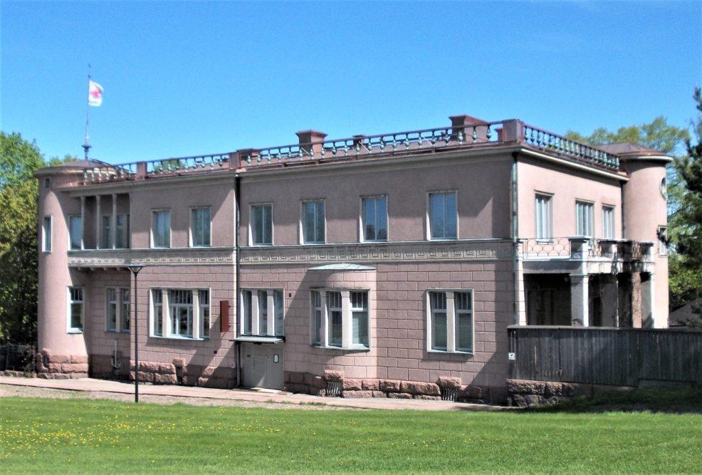 Riitta Nelimarkan Bongan linna sai uuden katon, ja galleriasalit uudistetun näyttelyripustuksen 1