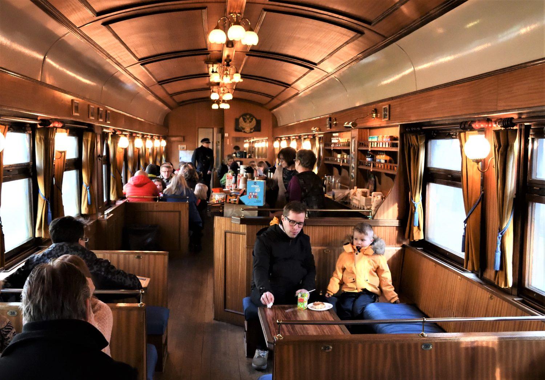 Ukko-Pekka höyryveturijunan kahvilavaunu