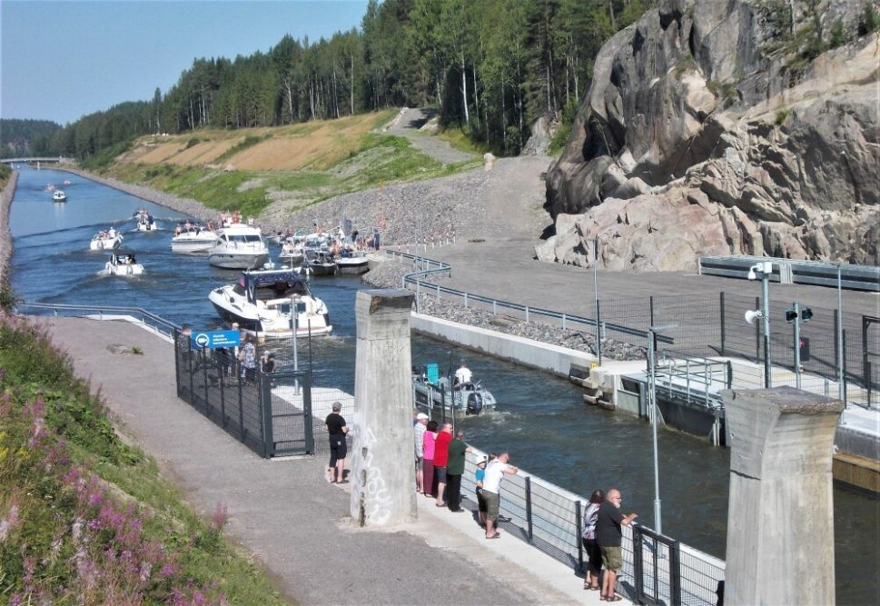 Risteilyt M/S Pyhäjärvi -laivalla lauantaisin  Heinolasta Vuolenkosken kesätorille Pohjois-Iittiin ja sieltä klo 12 ja 15 Kimolan kanavalle jatkuvat ainakin 26.09.2020 saakka 2