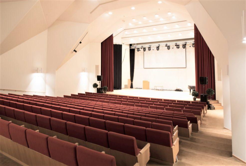 Kouvolatalon ja Kuusankoskitalon esiintyjillä uudet takahuonetilat 1