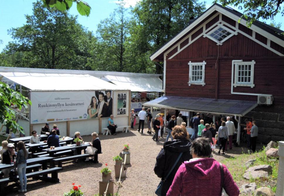 Vanhojen talojen, puistojen ja kukkapihojen sekä taiteen ystävien viikonloppu Loviisassa ja Strömforsin ruukissa Ruotsinpyhtäällä 4