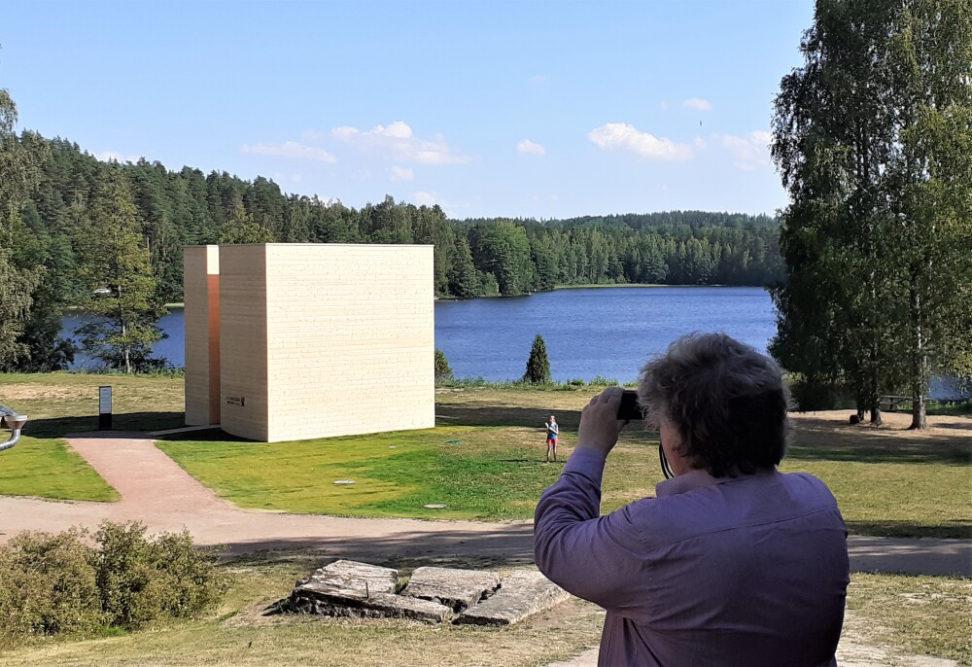 UPM Biofore-kesänäyttely ja tehdasmuseo ovat avoinna Verlassa 30.9. asti. Metsätietopolulla voi ihailla Verlan järvialueen luontoa ja hankkia tietoutta metsänhoidosta. 3
